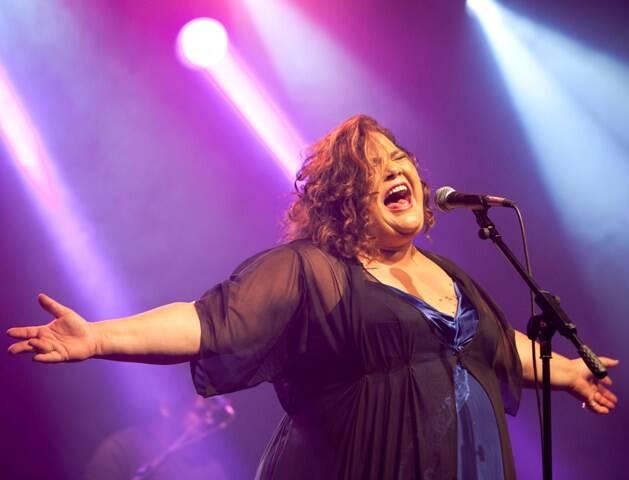 Simone Mazzer faz show único nesta quinta-feira, no Teatro Rival / Foto: Alexandre Moreira