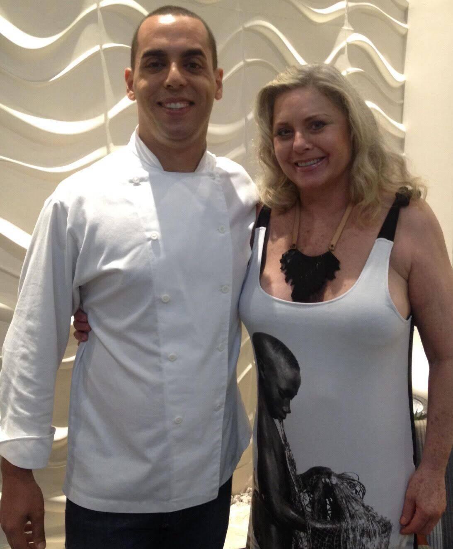 Vera Fischer com o chef Ricardo Brito: depois do espetáculo, a atriz foi jantar no Al Mare / Foto: Fred Pontes