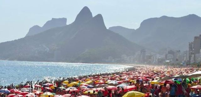Praias lotadas: se quiser ir à praia, vá o quanto antes, depois pode ficar impossível / Foto: reprodução
