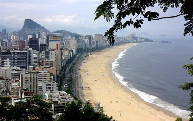 Praias no Rio: que tal controle para o horário de pico, entre 10 e 16h? Vamos fazer como a ilha de Fernando de Noronha?  Foto: IG