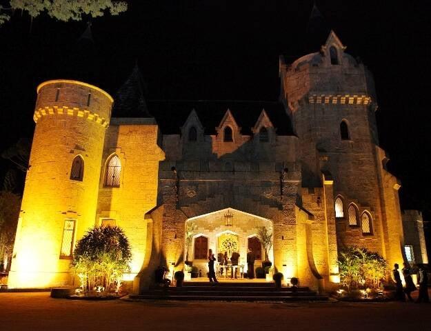 O Castelo de Itaipava; além de espaço para festas, vai virar hotel / Foto: Estúdio Neuman