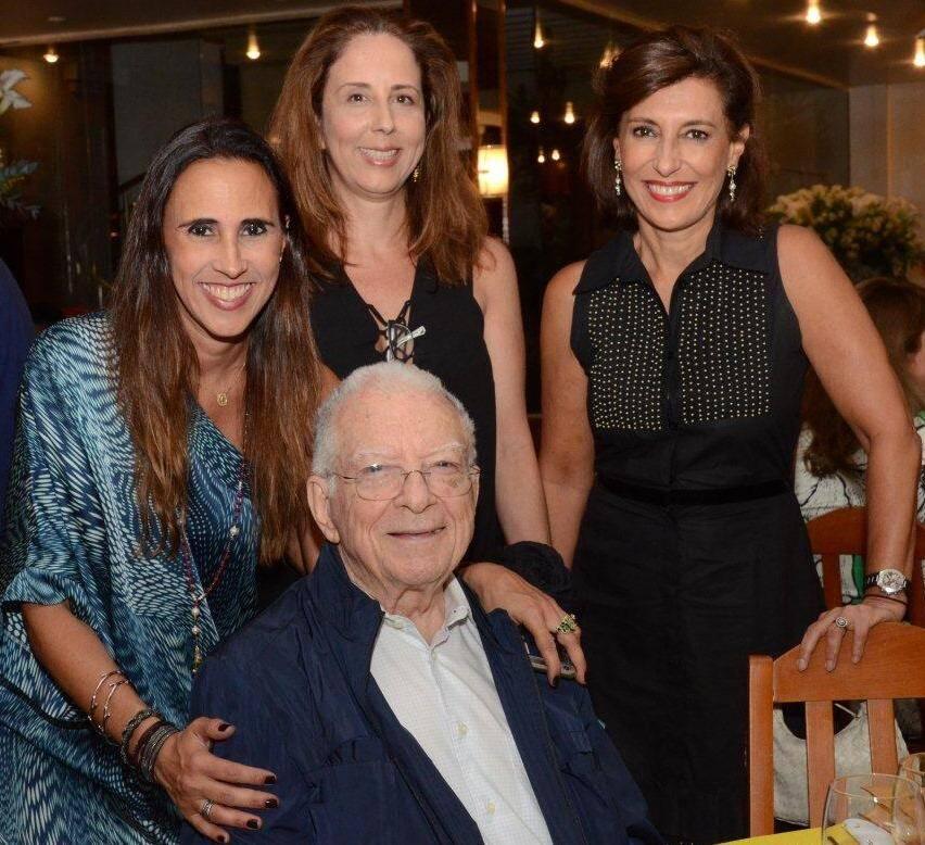 Lucca Malta, Raquel Carneiro e Maria Silvia Bastos Marques com Dom Cipriano Chagas