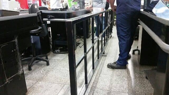 Pão de Açúcar: pouco espaço entre as caixas registradoras não deixa cadeirante entrar / Foto: amigo da coluna