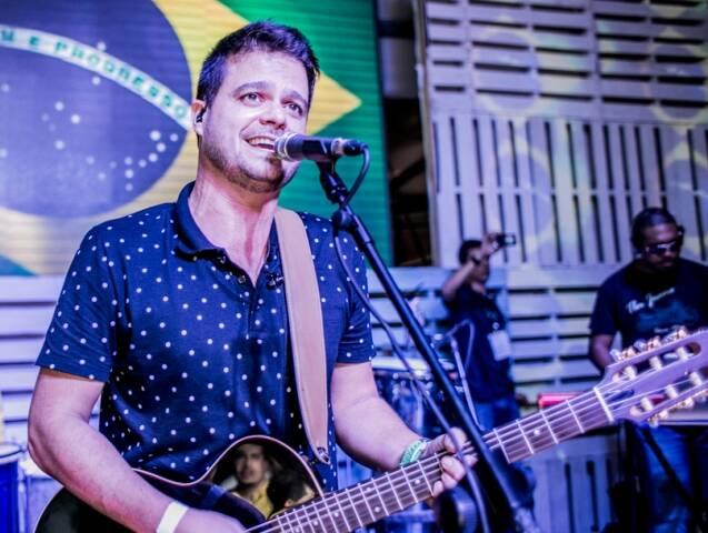 O rapper Ja Rule, no alto, e o Samba de Santa Clara, acima: duas das 50 atrações do Spring Break Rio / Fotos: divulgação