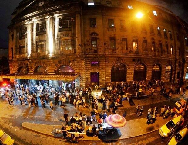 Fachada da Estação Leopoldina, em dia de festa: público carioca perde mais um lugar de entretenimento / Foto: Ari Kaye