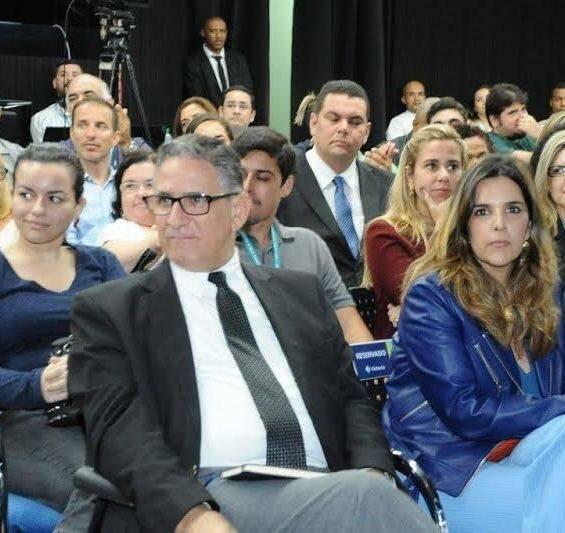no alto, Deltan Dallagnol (procurador da operação Lava-Jato) e Claudia Romano (Diretora de Responsabilidade Social da Estácio de Sá), em palestra na universidade / Fotos: Ana Colla