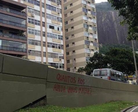 """""""Quantos rios ainda vamos matar?"""": essa frase amanheceu pichada pertinho do Rebouças / Foto: Lu Lacerda"""