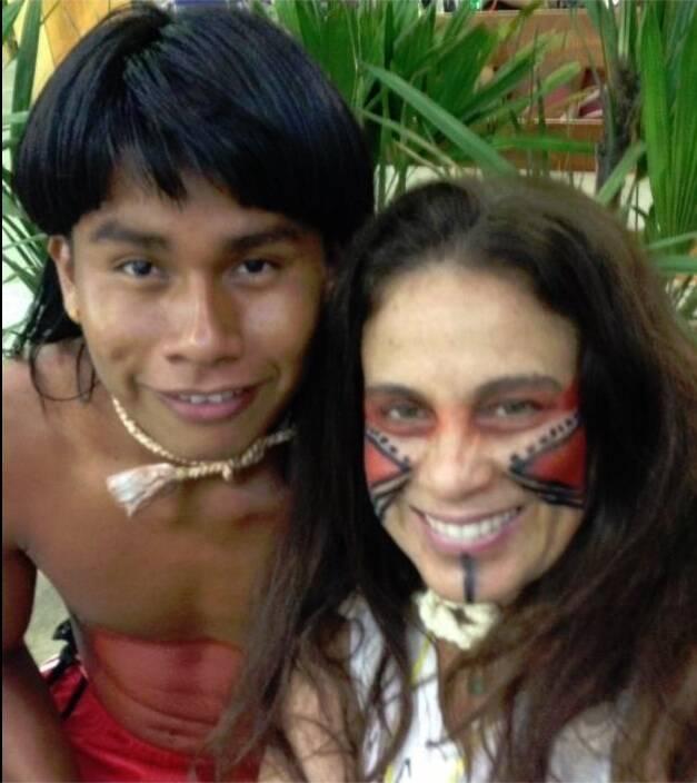O índio xavante Tserenhoe e Tereza Xavier, durante os Primeiros Jogos Indígenas, no Tocantins / Foto: reprodução da internet