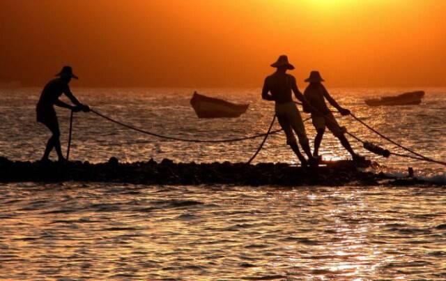 1.-Sculpture-Three-Fishermen-Buzios-Rio-de-Janeiro