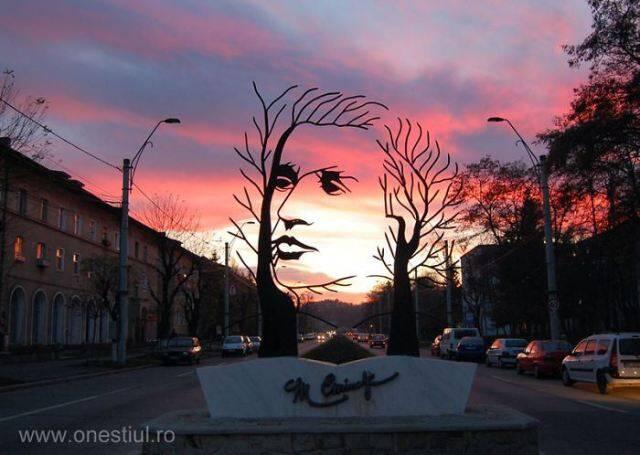2.-Mihai-Eminescu-Onesti-Romania