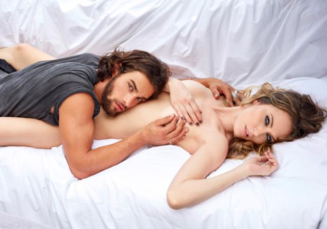 Morais e Joenck: nudez de artistas é reproduzida em clube de Copacabana / Foto: divulgação