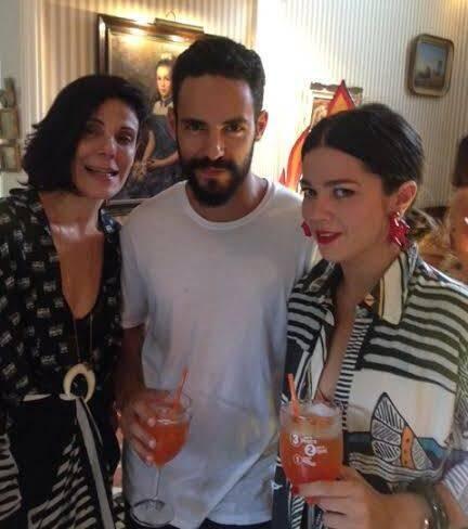 Marcella Virzi, Leo Neves e Betina de Luca: nem o brinde com Aperol, na tarde de vendas no Jardim Pernambuco, faz ninguém aqui mudar de ideia