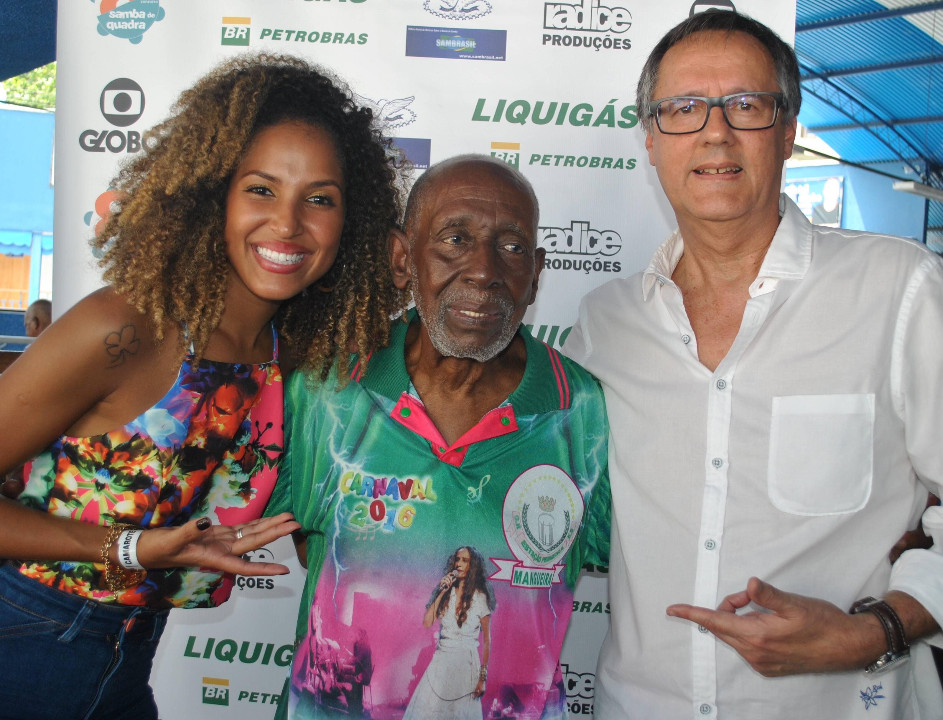 Erika Moura, a Globeleza, Nelson Sargento, o homenageado deste ano, e Paulo Roberto Direito, idealizador e promotor do evento / Foto: Armando Araujo