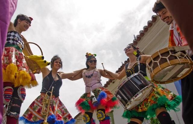 Atrações de perna de pau: o evento vai estar cheio de atividades para distrair as crianças / Foto: divulgação