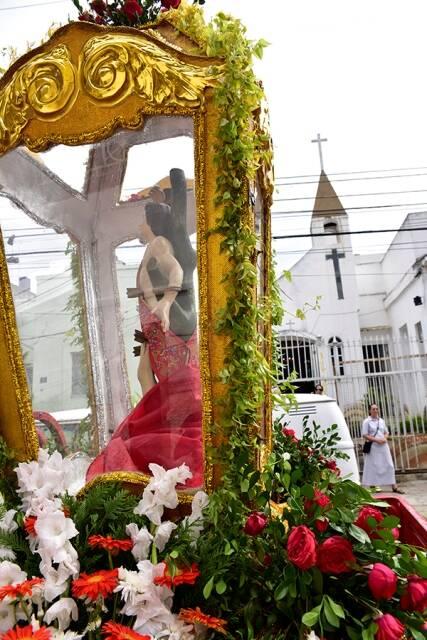 A imagem de São Sebastião bem em frente à Capela de São Jose, na Vila Mimosa, local conhecido de prostituição no Rio / Foto: divulgação