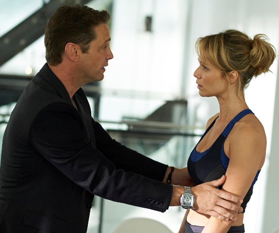 Jason Priestley em cena com Mariana Ximenes: o roteiro entrelaça três histórias aparentemente distintas / Foto: divulgação