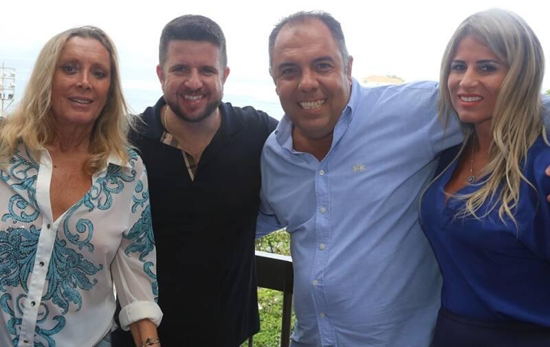 Na foto acima, Presidente da Nissan François Dossa, Chef Roland Villard e Alexis De Vaulx; no meio, a Velha Guarda da Portela com Monarco, Sérgio Procópio e Tia Surica; nesta,