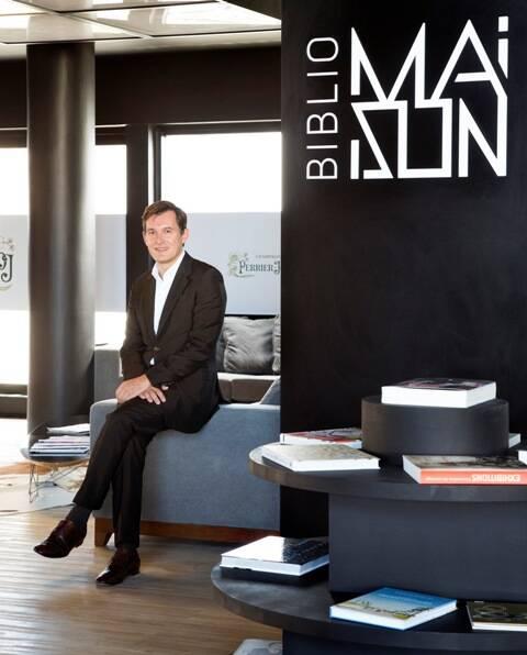 No alto, visão geral do novo espaço cultural, a Maison, do consulado francês no Rio; acima, o cônsul Brice Roquefeuil / Fotos: divulgação