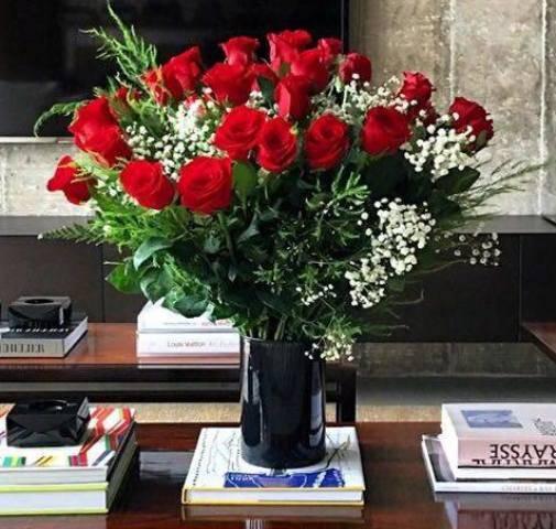 Rosas vermelhas: as flores lindas que o RP Guilherme Siqueira recebeu do namorado Domenico Dolce / Foto: reprodução Insta
