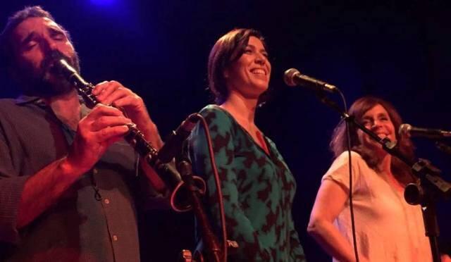 Edgar Duvivier: o músico, no palco da Casa da Gávea com Maria Clara Gueiros (sua atual mulher) e Olivia  Byington (a ex), ambas cantam muito bem
