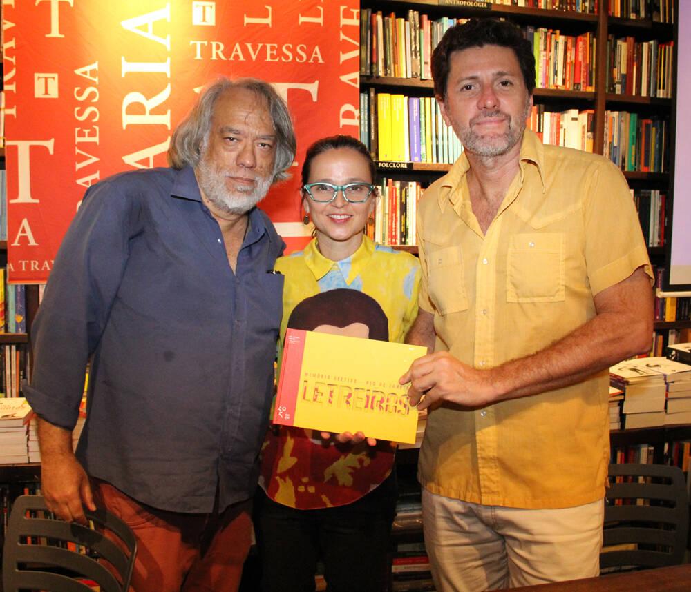 """Fausto Fawcett com os autores do livro """"Letreiros"""""""