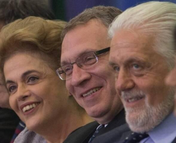 Governantes: a alegria da presidente Dilma, do novo ministro da Justiça Eugênio Aragão e do ministro-chefe do Gabinete Pessoal da Presidência da República Jaques Wagner / Foto: André Coelho - O Globo