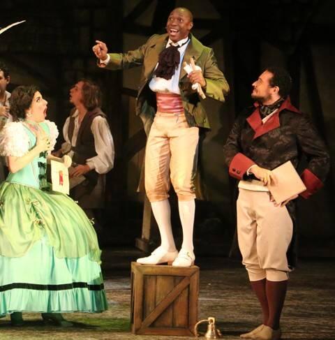 """Tiago Barbosa, ao centro, como o Lorde Pinkleton: estreia como o príncipe de """"Cinderella"""" vai ser nesta quinta-feira / Foto:"""