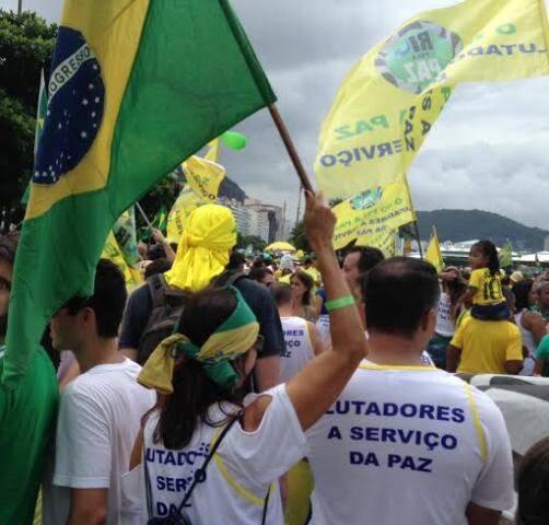 Manifestação em Copacabana: solidariedade, tristeza e luto, sem perder a alegria / Fotos: Lu Lacerda