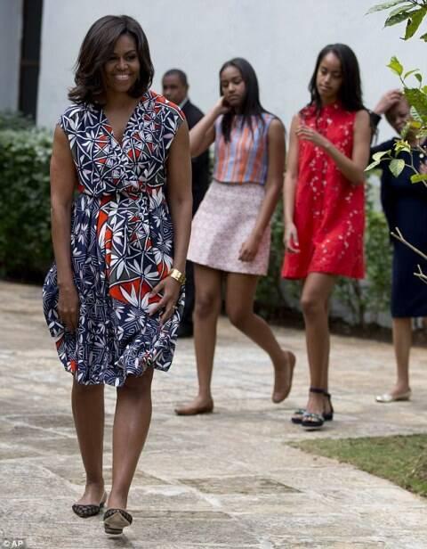 A primeira-dama dos EUA Michelle Obama usou um vestido da estilista americana Tory Burch na sua visita a Cuba, encerrada nessa terça-feira (22/03)/ Foto: divulgação