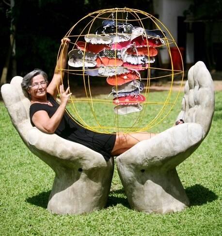 A banqueteiraLuiza Aquim mostra sua produção como artista plástica na mostra