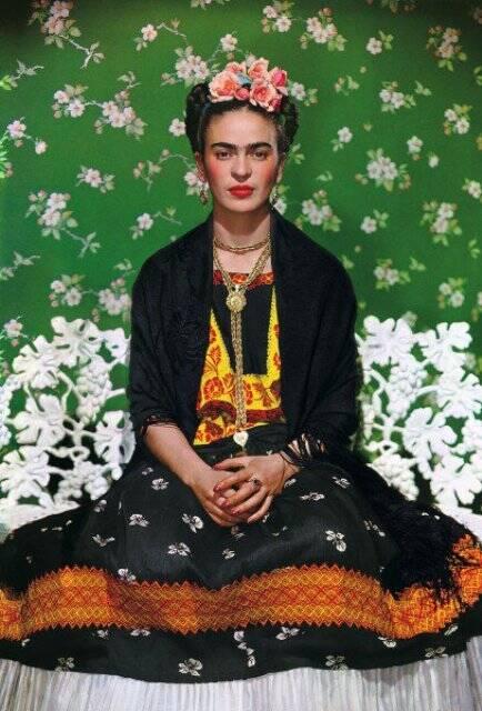 Frida Kahlo, fotografada por Nickolas Muray: público da exposição da Caixa tem feito fotos ao lado das imagens e autorretratos da artista / Foto: divulgação
