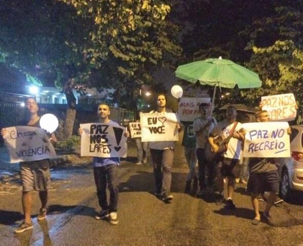 Moradores do Recreio dos Bandeirantes têm saído às ruas para pedir paz no bairro / Foto do leitor