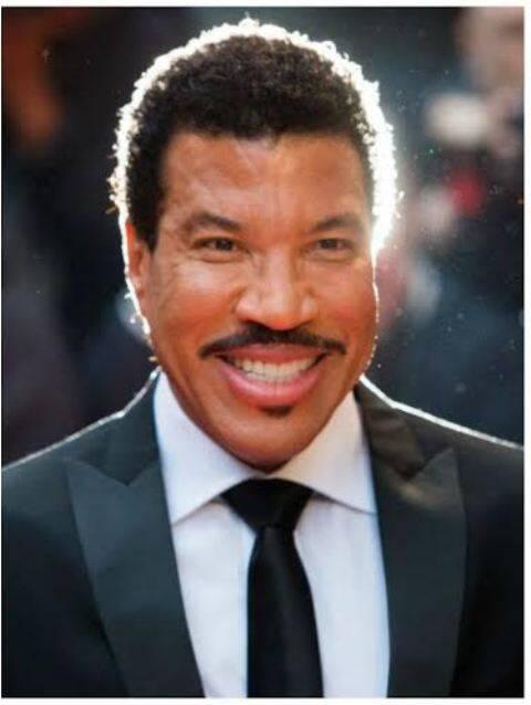 Lionel Richie: cantor deu quatro convites à uma sheika do Catar que está no Rio