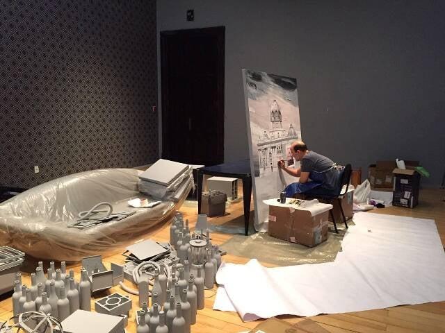 Alain Fontes finaliza a instalação sobre as transformações sofridas pelo Rio, em exibição no CCBB a partir desta terça-feira / Foto: divulgação