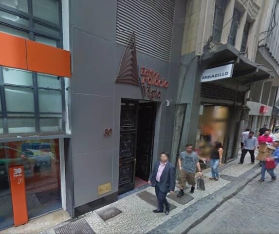 Entrada do edifício Palácio Vigia, na Rua da Quitanda: prédio moderno tem 11 andares / Foto: Google Maps