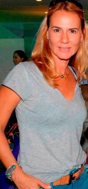 """Elisa Marcolini: jornalista, ex-apresentadora da TV Globo, lança """"Cozinhar é doar"""" na Travessa do Shopping Leblon / Foto: Paulo Jabur"""