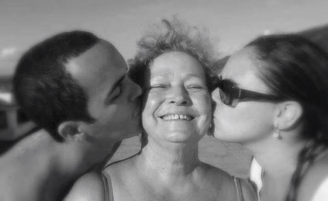 O estilista Beto Neves, no alto; acima, Rafany, a mãe de Beto, Linete, e sua sobrinha, Manuella, assassinados em 2013 / Fotos: reprodução da internet