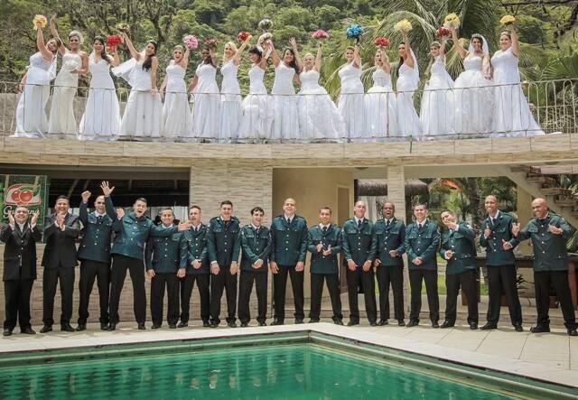 Casamento coletivo já realizado pela ONG Instituto Mudando o Final: o desta semana, com 150 casais, bate o recorde de participantes / Foto: divulgação