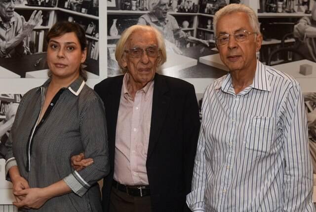 Gullar entre os curadores da exposição, a poeta Claudia Ahimsa e o pesquisador Augusto Sérgio Bastos / Foto: André Telles