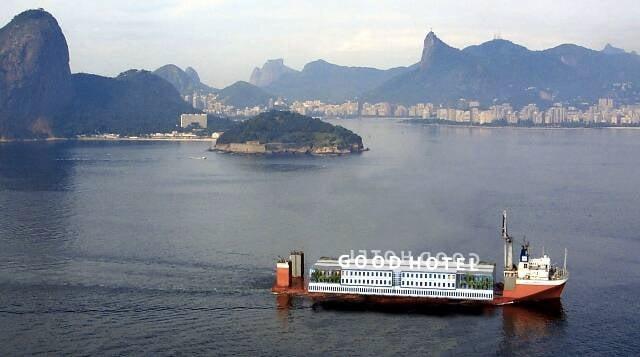 O hotel flutuante do grupo holandês: montagem mostra como ele vai ficar nos mares de Niterói / Foto: divulgação