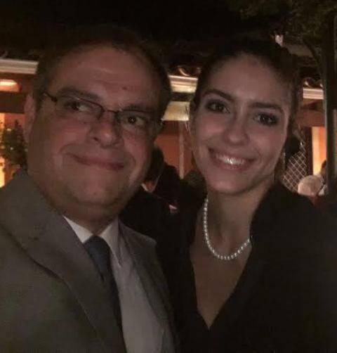 """Marcelo Torres e a sobrinha Rafaela Paiva:  """"Tio, por favor, estou aqui a trabalho.""""  / Foto: celular"""