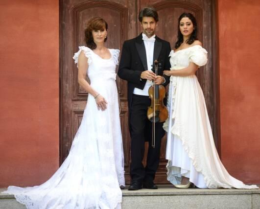 A cravista Rosana Lanzelotte, criadora do projeto, e os namorados Felipe Prazeres e Carol Castro / Foto: Camilla Maia
