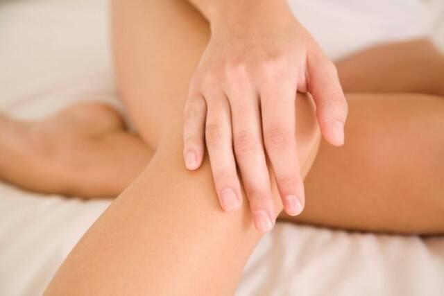 Tratamento-caseiro-para-cotovelos-e-joelhos-escuros-1