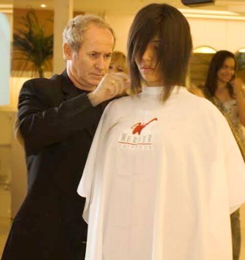 O cabeleireiro Rudi Werner vai estar com o irmão Sergio e mais dez profissionais na estação Carioca do metrô, terça-feira (07/06) / Foto: divulgação