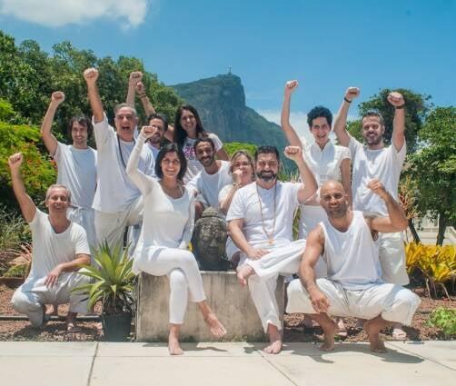 A equipe de professores do Nirvana e a vista do espaço para o Cristo / Foto: divulgação