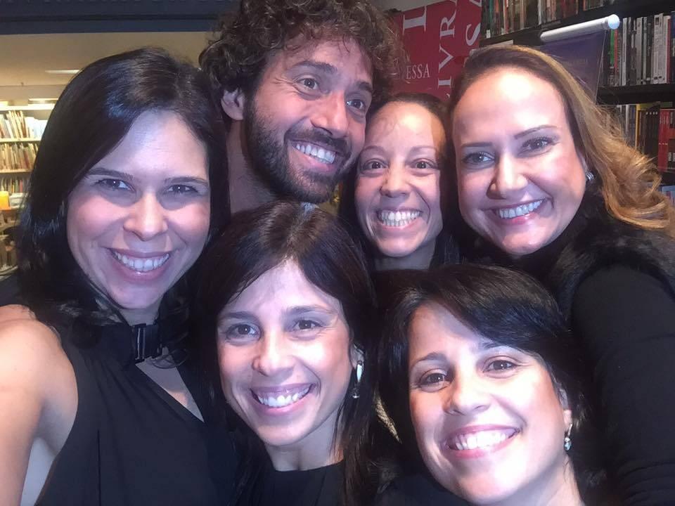 Hermés Galvão: o jornalista com amigas por todos os lados / Foto: reprodução Facebook da Ana Lúcia Pereira