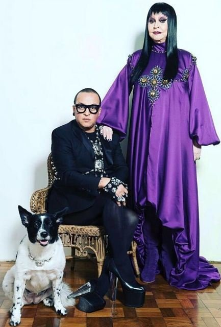 Walério Araújo e sua primeira cliente no Rio, Elke Maravilha: o estilista será homenageado no Mercado Mundo Mix / Foto: divulgação
