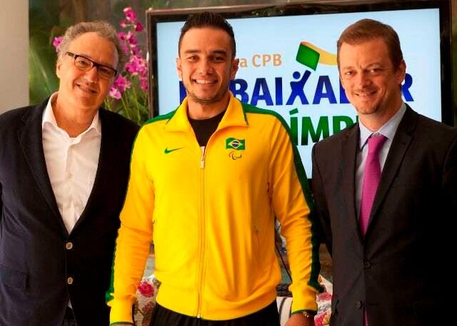 Nizan Guanaes, o atleta paralímpico de vôlei sentado Renato Leite e Andrew Parsons, presidente do Comitê Paralímpico Brasileiro / Foto: divulgação