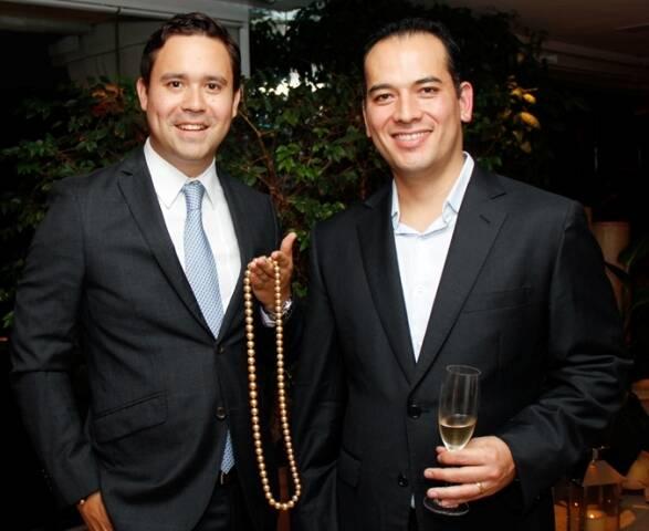 Jacques Christophe Branellec, vice-presidente da Jewelmer, e Maurício Okubo, da joalheria Julio Okubo; em jantar no Copa / Foto: divulgação
