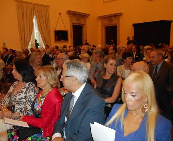 No alto, o embaixador brasileiro em Viena, na Áustria, Evandro Didonet, com a pianista Ingrid Barancoski e o idealizador do Música no Museu, Sergio Costa e Silva; ao centro, a plateia no Petit Palais Rothschild; acima, no Palácio Pamphilj, em Roma / Fotos: divulgação